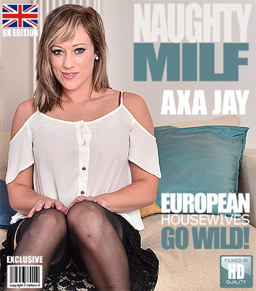 1_Mature.nl_presents_Axa_Jay__EU___31__-_British_MILF_fingering_herself_-_21.10.2016.jpg