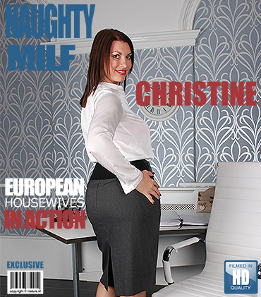 1_Mature.nl_presents_Christine_O.__EU___47__in_European_Housewives_Go_Wild_-_07.10.2016.jpg
