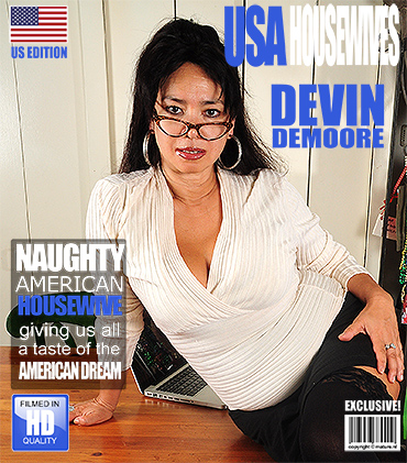 1_Mature.nl_presents_Devin_Demoore__36__in_Asian_Curvy_Housewife_Fingering_Herself_-_13.10.2016.jpg