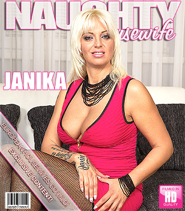 1_Mature.nl_presents_Janika_S.__36__-_Hot_housewife_fingering_herself_-_25.10.2016.jpg
