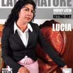Mature.nl presents Lucia E. (45) in Latin Hairy Lady Fingering Herself – 03.10.2016