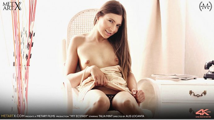 1_MetArtX_presents_Talia_Mint_in_My_Ecstasy_by_Alis_Locanta_-_14.10.2016.jpg
