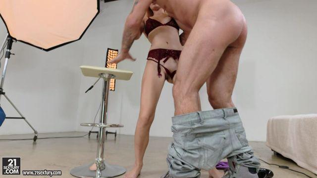 Watch Online Porn – 21Sextury – FootsieBabes presents Alex Grey in Her Tender Sole – 16.10.2016 (MP4, SD, 960×544)