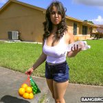 BangBros – BigTitsRoundAsses presents Nina Lopez slangs oranges and a fat ass – 27.10.2016