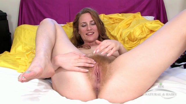 ATKHairy_presents_Nichole_Shae_Masturbation_-_11.10.2016.mp4.00005.jpg