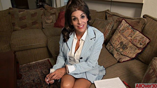 Allover30_presents_Nicole_Newby_50_Years_Old_Interview_-_13.10.2016.wmv.00008.jpg