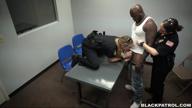 Watch Online Porn – BlackPatrol presents Milf Cops take down Illegal Prostitution Ring – 28.10.2016 (MP4, SD, 852×480)