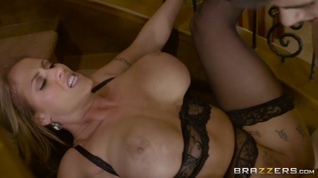 Watch Online Porn – Brazzers – RealWifeStories presents Eva Notty in There Goes The Neighborhood Scoundrel – 14.10.2016 (MP4, SD, 854×480)