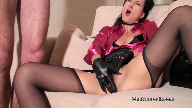Watch Online Porn – Chateau-Cuir presents Fetish Liza in Vintage classy handjob (WMV, HD, 1280×720)