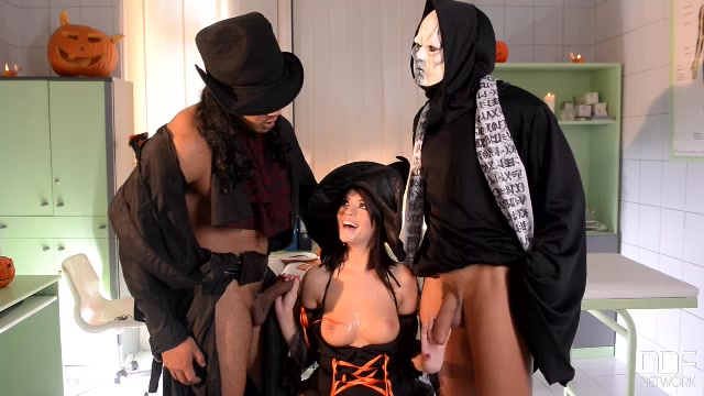 DDFNetwork_-_OnlyBlowJob_presents_Ava_Dalush_in_Goblins_In_Her_Gullet_-_29.10.2016.mp4.00015.jpg