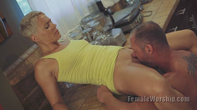 FemaleWorship_-_Right_On_The_Clit.mp4.00010.jpg