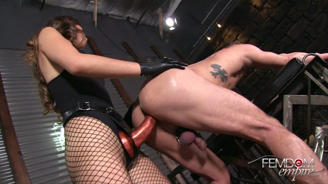 Femdomempire_presents_Shane_Blair_in_Hole_Stretcher_-_26.10.2016.mp4.00011.jpg