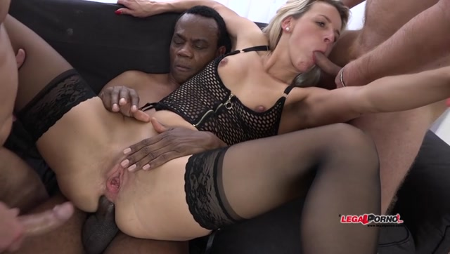 Legalporno_presents_Bianca_Ferrero_intense_interracial_hardcore_5some_IV006_-_24.10.2016.mp4.00009.jpg