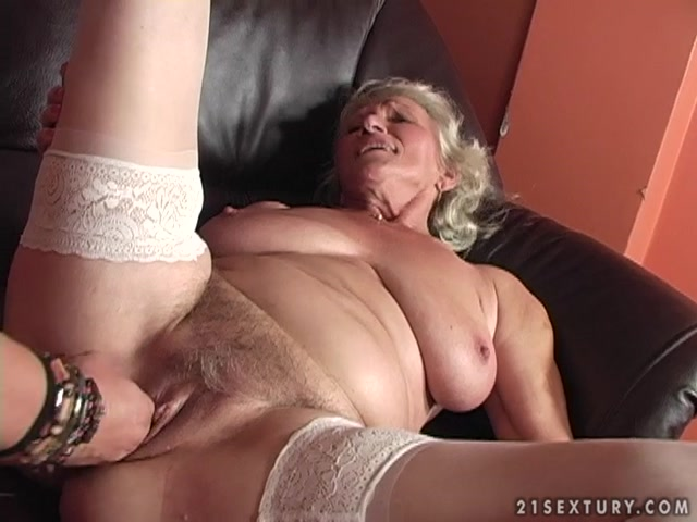 Watch Online Porn – LustyGrandmas presents Granny Norma Fucking (MP4, SD, 720×540)