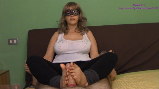 Masked_Eva_-_My_Daily_Feet_Routine.mp4.00009.jpg