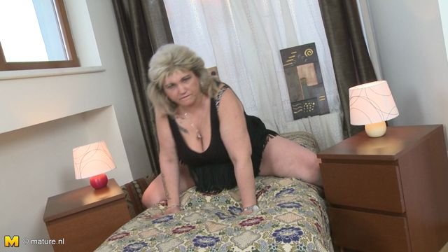 Mature.nl_presents_Margareta__40__in_Fresh_mature_BBW_fooling_around_-_28.10.2016.mp4.00004.jpg