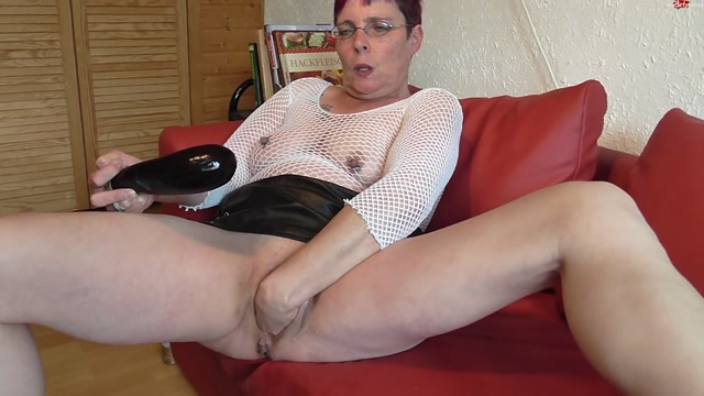 MyDirtyHobby_presents_Hab_stretched_with_an_eggplant_and_fist_my_pussy_with_Crazy-Carmen_-_18.10.2016.flv.00015.jpg