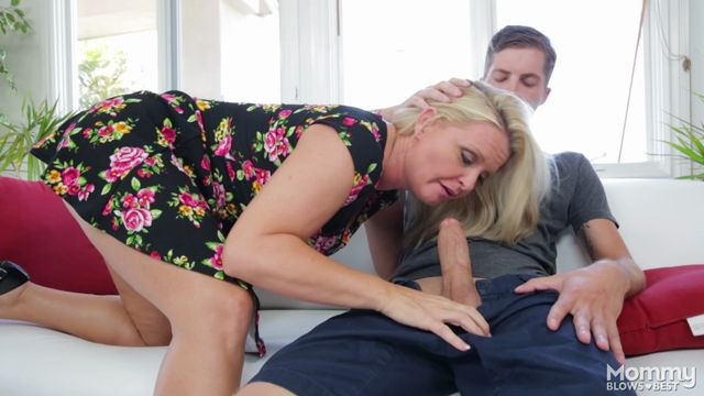 Watch Online Porn – MyXXXPass – MommyBlowsBest presents Maya Divine in Rewarding The Daughters Boyfriend – 05.10.2016 (MP4, FullHD, 1920×1080)
