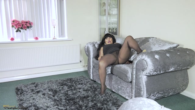 Pantyhosed4U_presents_Amy_Latina_in_Home_worker_-_26.10.2016.mp4.00002.jpg