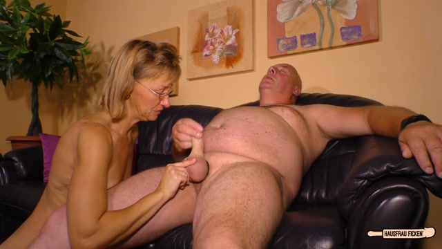 PorndoePremium_-_HausfrauFicken_presents_Conni_in_German_granny_is_a_blonde_cheating_slut_who_sucks_a_cock_before_wild_ride_-_31.10.2016.mp4.00006.jpg