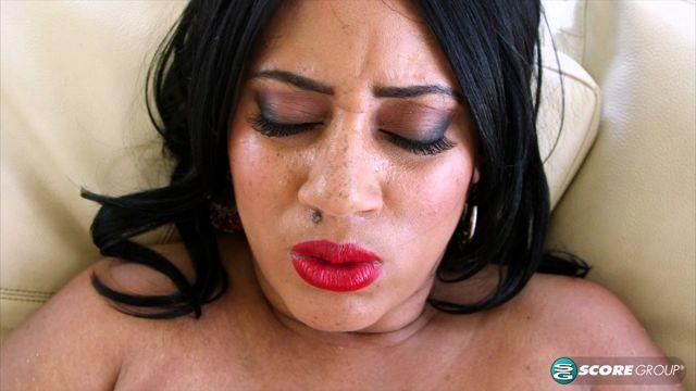 Pornmegaload_presents_Roxi_Red_in_Bikini_Bustin_-_26.10.2016.mp4.00012.jpg