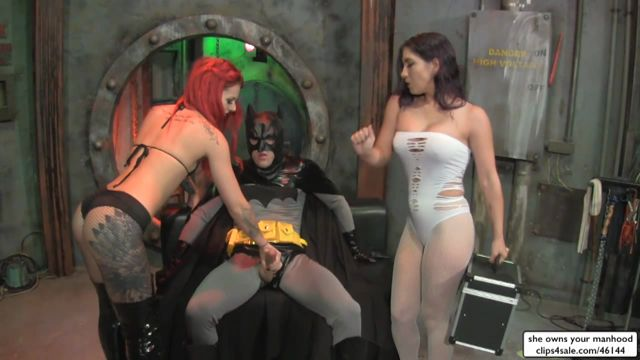 She_Owns_Your_Manhood_-_Sarah_Diavola__Ariel_Kay_-_GoGo_Girls_VS_Batman.wmv.00009.jpg