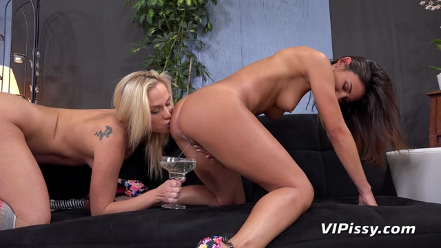 Watch Online Porn – VIPissy presents Adele & Vinna Reed – 24.10.2016 (MP4, FullHD, 1920×1080)