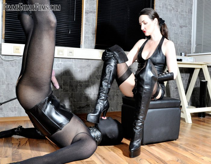 1_FemmeFataleFilms_presents_Lady_Victoria_Valente_in_Inversion_Torment.jpg