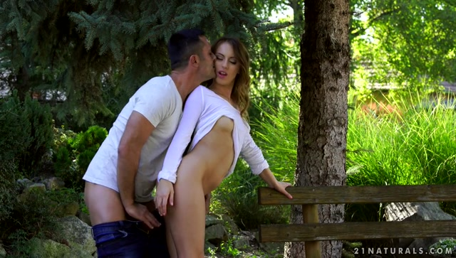 21Sextury_-_21Naturals_presents_Kira_Thorn_in_Getting_Dirty_in_the_Garden_-_06.11.2016.mp4.00006.jpg