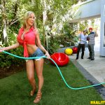 RealityKings – MilfHunter presents Brandi Love in Peeking At Brandi – 07.11.2016
