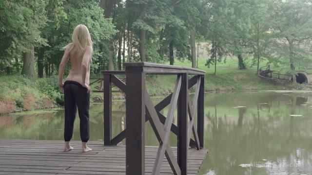 Watch Online Porn – AllFineGirls presents Izzy Delphine in A Blonde In The Woods – 17.11.2016 (MP4, FullHD, 1920×1080)