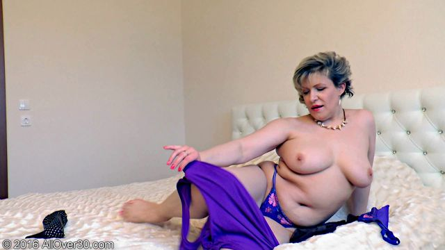 Allover30_presents_Marianna_48_Years_Old_Ladies_with_Toys_-_28.11.2016.wmv.00004.jpg