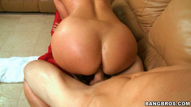 Watch Online Porn – BangBros – MilfSoup presents Jodi West in Home Alone Milf Gets Nailed! (WMV, SD, 720×406)