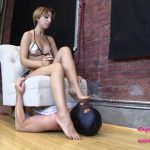 BratPrincess presents Alexa in Uses Human Pedicure Chair