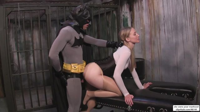 Watch Online Porn – Clips4Sale presents Riley Reyes in Batman Confronts Super Riley – 07.11.2016 (WMV, HD, 1280×720)
