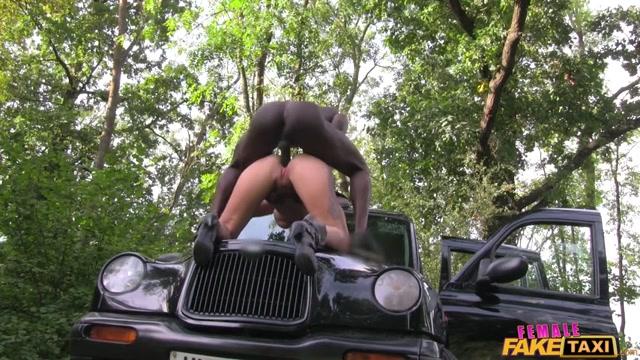 FakeHub_-_FemaleFakeTaxi_presents_Alexxa_Vice_in_Sexy_Emo_Chick_in_Anal_Cab_Fuck_-_03.11.2016.mp4.00002.jpg