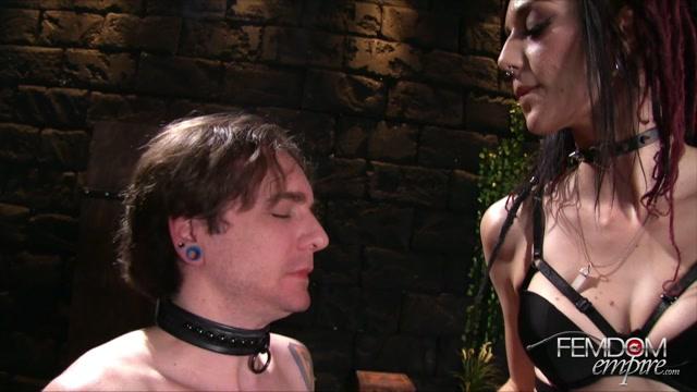 Watch Online Porn – FemdomEmpire presents Sablique Von Lux in Smokers Delight – 01.11.2016 (MP4, FullHD, 1920×1080)