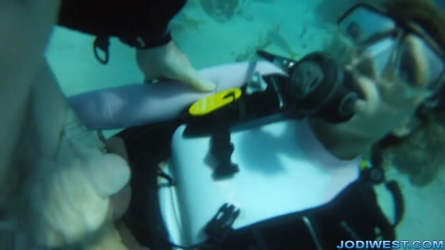 Jodi_West_-_Underwater_Scuba_Jerk_Job.mp4.00013.jpg