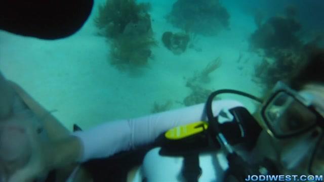 Watch Online Porn – Jodi West – Underwater Scuba Jerk Job (MP4, HD, 1280×720)