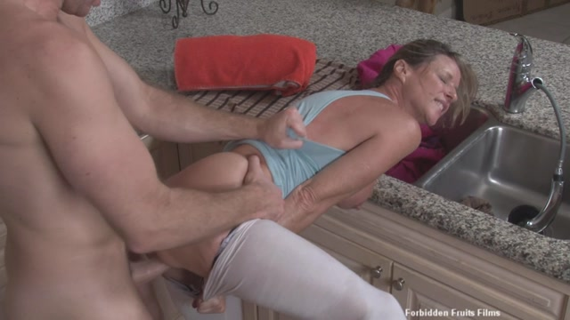 Jodi_West_in_Mothers_Stuck.mp4.00007.jpg
