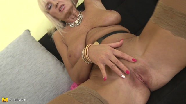 Mature.nl_presents_Roxanna_C.__57__in_Horny_Housewife_Fooling_Around_-_16.11.2016.mp4.00004.jpg