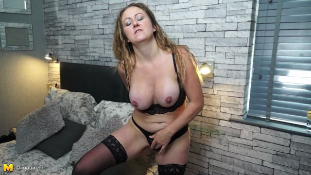 Mature.nl_presents_Victoria_Filth__EU___31__in_British_housewife_goes_wild_-_23.11.2016.mp4.00003.jpg