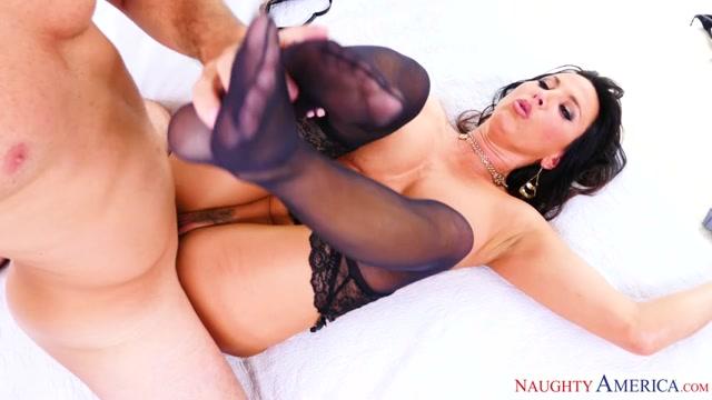 Watch Online Porn – NaughtyAmerica – SeducedByACougar presents Lezley Zen, Sean Lawless in Seduced By A Cougar – 09.11.2016 (MP4, SD, 854×480)