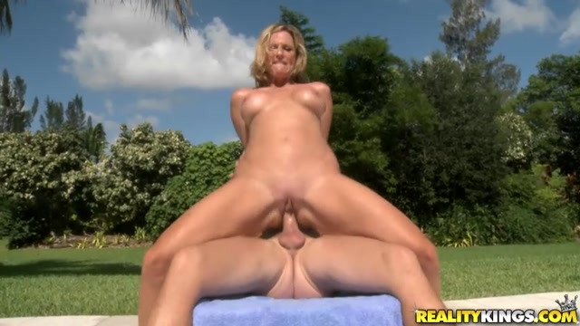 RealityKings_-_MilfHunter_presents_Jodi_West_in_Sexy_Walk.mp4.00015.jpg