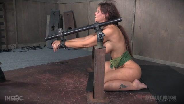 Watch Online Porn – SexuallyBroken – RealTimeBondage presents Syren De Mer live BaRS Part 2: The fucking begins, Syren is in over her head – 14.11.2016 (MP4, HD, 1280×720)