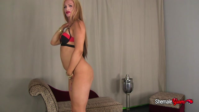 Shemaleyum_presents_Paradise_in_Sexy_Blonde_Paradise__-_26.11.2016.mp4.00004.jpg