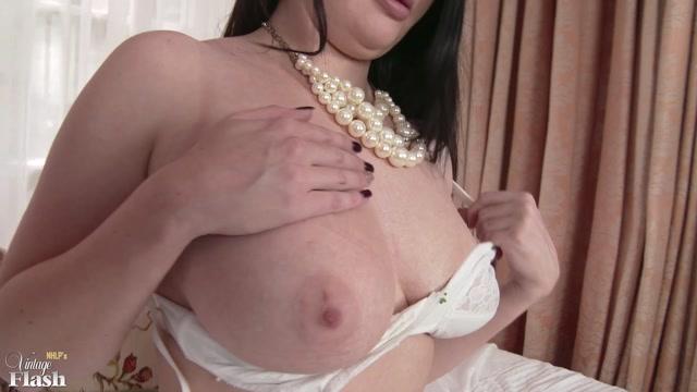 Watch Online Porn – VintageFlash presents Kylie Kay in Slip it and slide it! – 07.11.2016 (MP4, FullHD, 1920×1080)