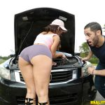 RealityKings – MonsterCurves presents Kelsi Monroe & Damon Dice in Broken Down Hottie – 19.11.2016