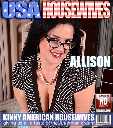 1_Mature.nl_presents_Allison__37__in_Big_breasted_American_housewife_playing_with_herself_-_14.12.2016.jpg