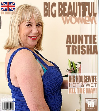 1_Mature.nl_presents_Auntie_Trisha__EU___61__in_British_mature_BBW_fingering_herself_-_26.12.2016.jpg